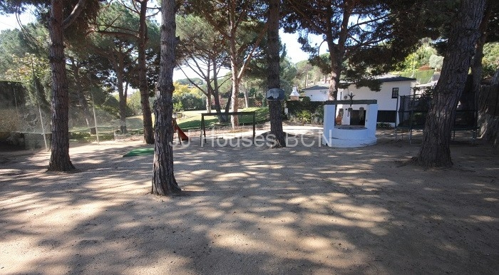 jardin-zona-juegos-infantil