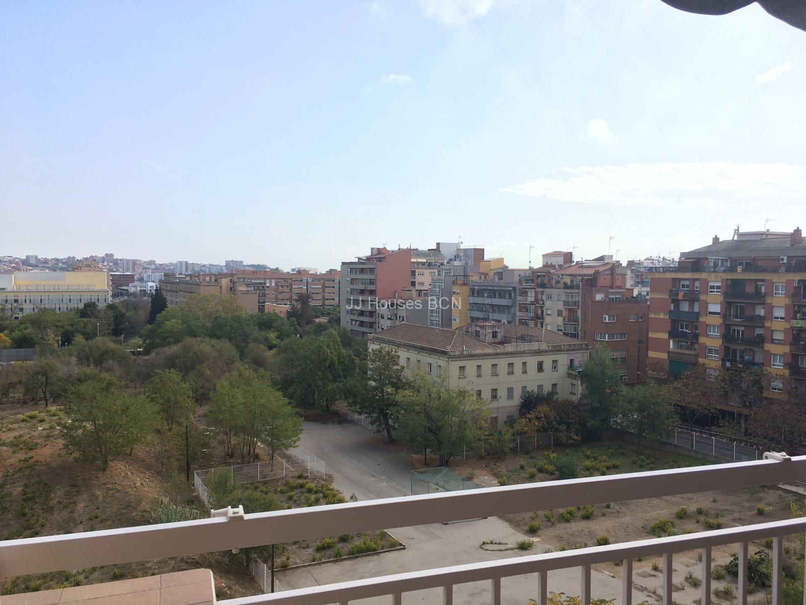 Piso en Gran de San Andreu                  ( se vende con todos los muebles)